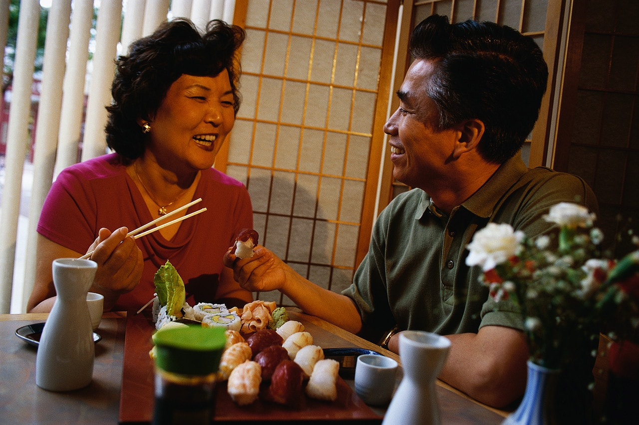 japanese-people-eating-chcm